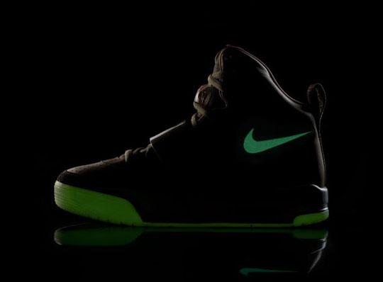 Nike Air Yeezy GLOWS!!!
