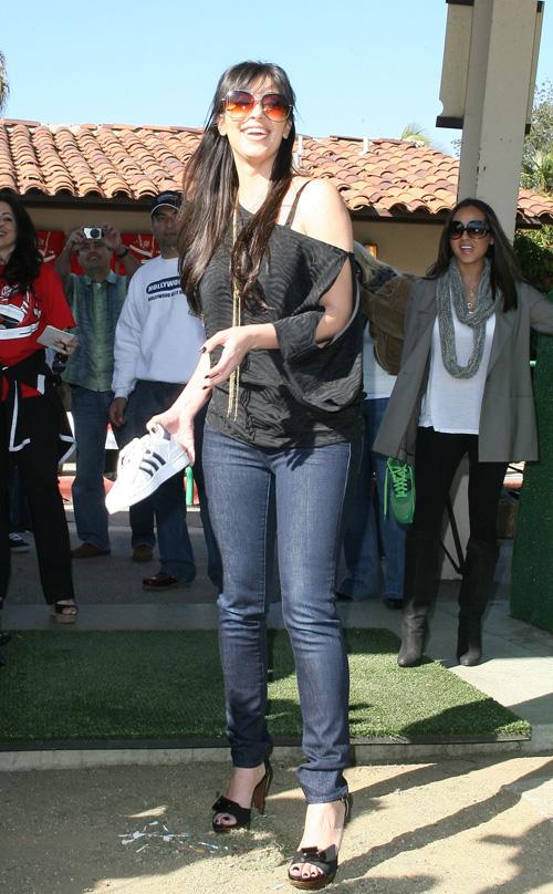 Kim kardashian Tosses Sneakers